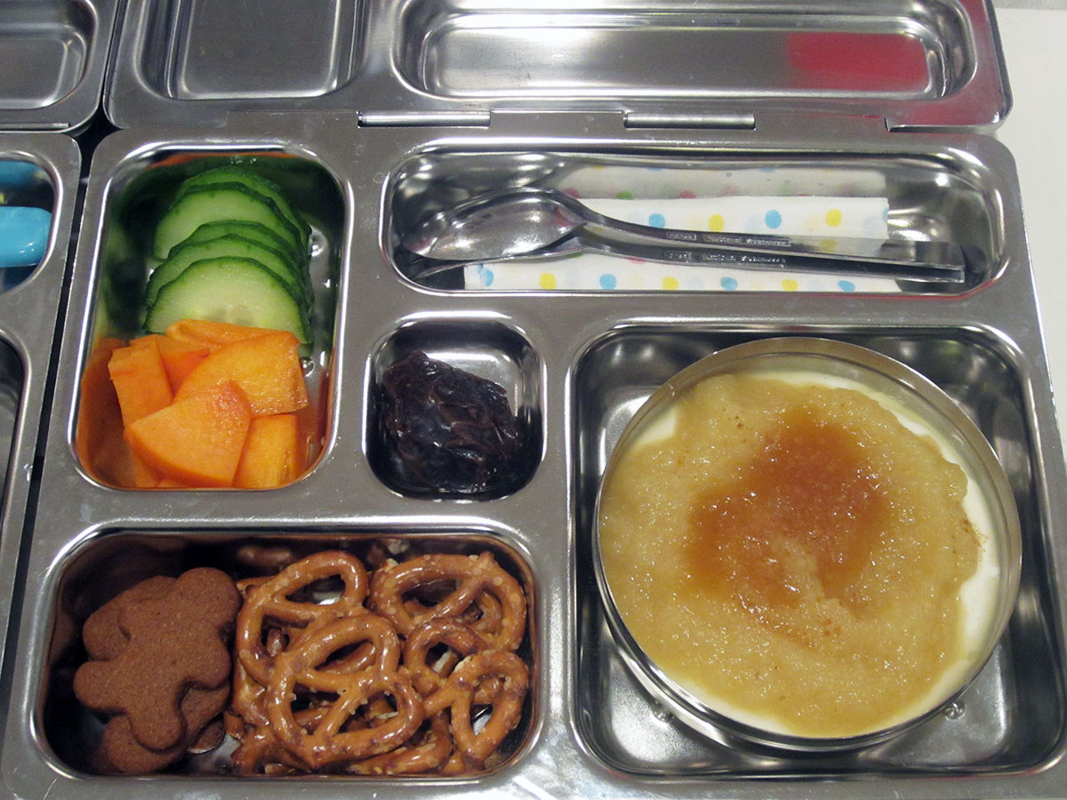 lunch on 12 December 2012: applesauce with greek yogurt