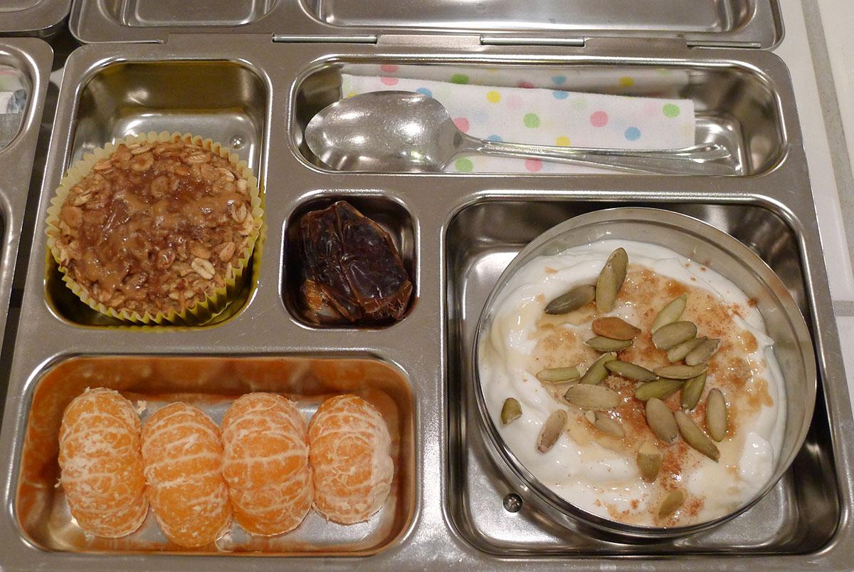 lunch on 29 January 2013: honey Greek yogurt, baked oatmeal and satsumas