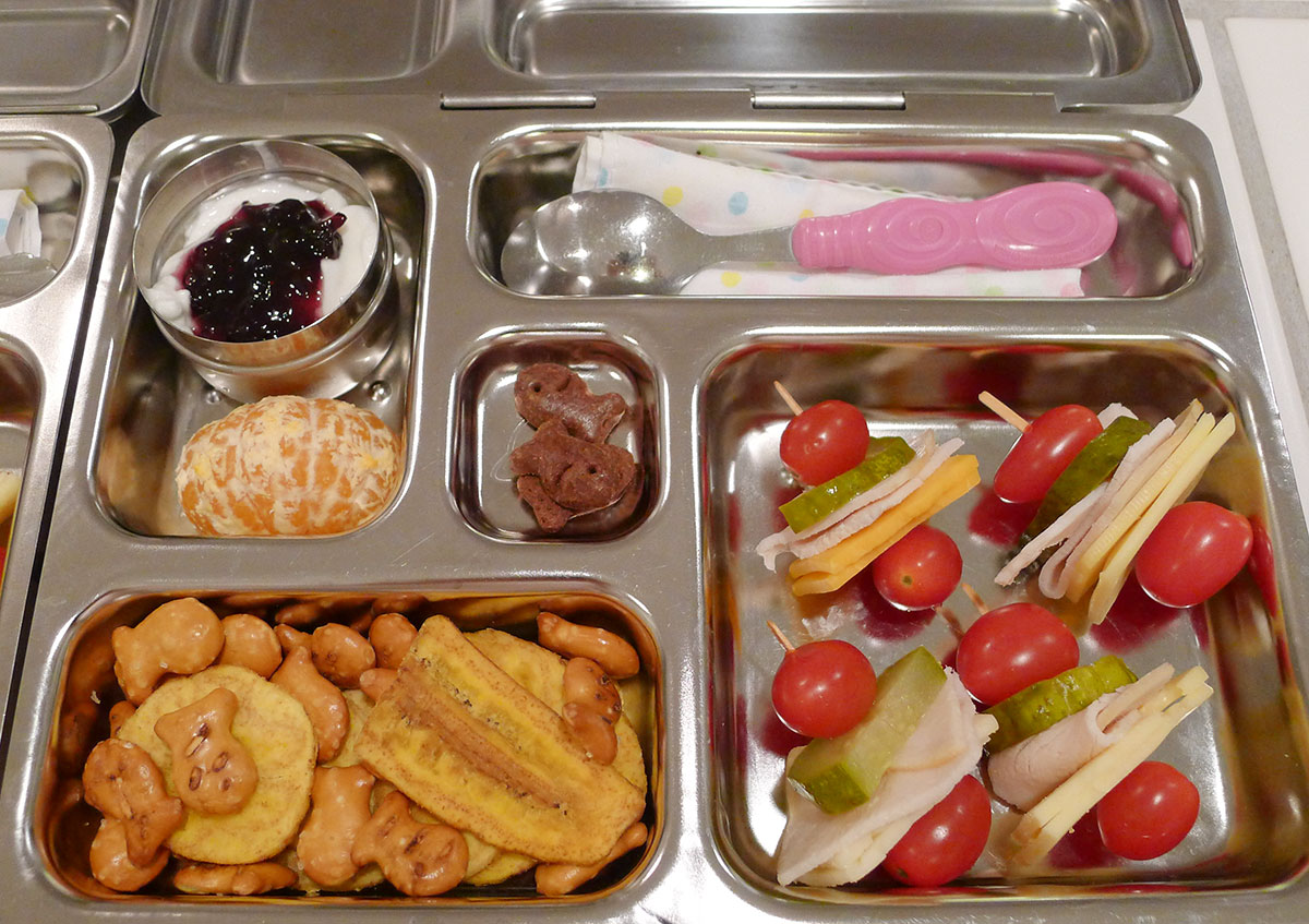 lunch on 30 January 2013: mini turkey, cheese and veggie kabobs