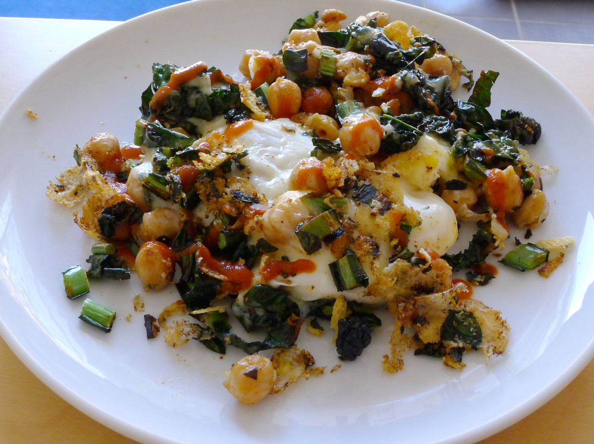 lunch for one: kale, chick peas and a fried egg