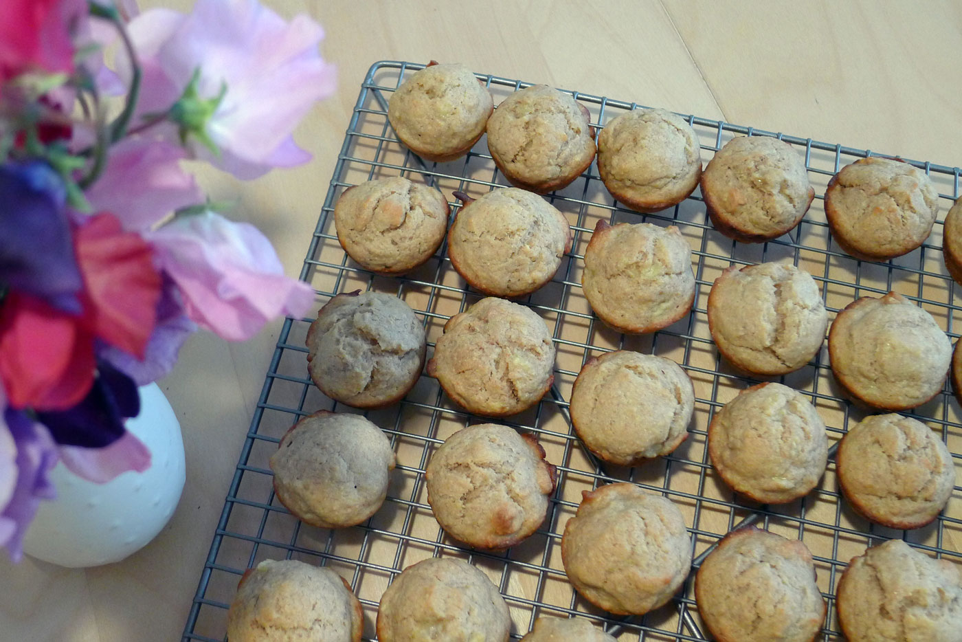 fresh out of the oven: peanuttylicious banana muffins