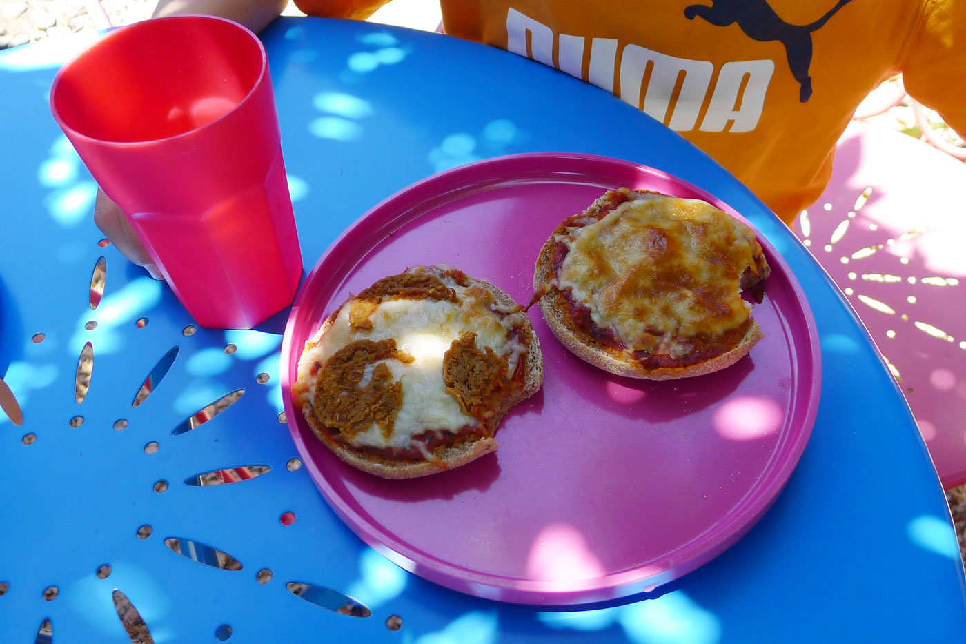 lunch outside: english muffin pizzas