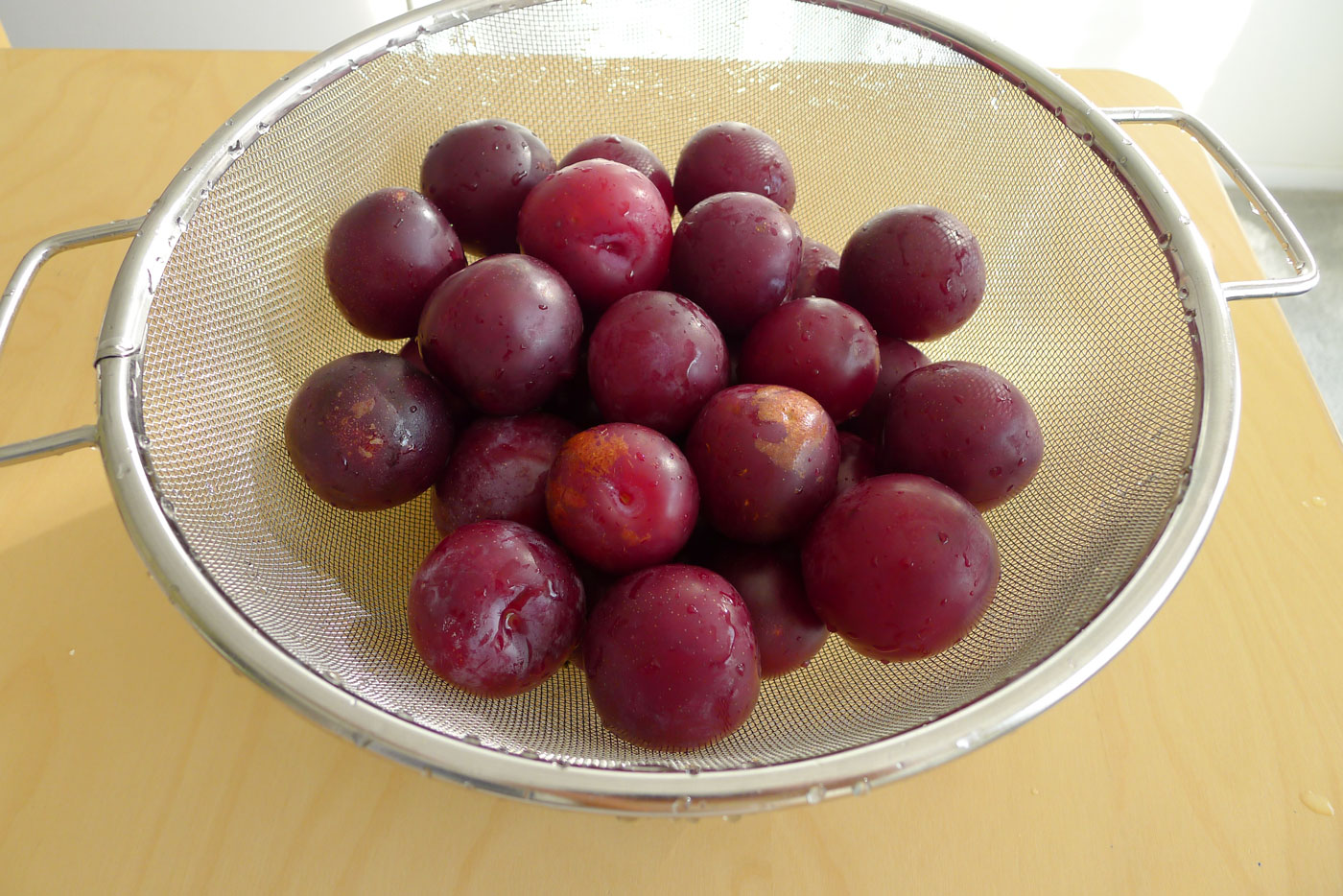 a gift from the neighbors: plums
